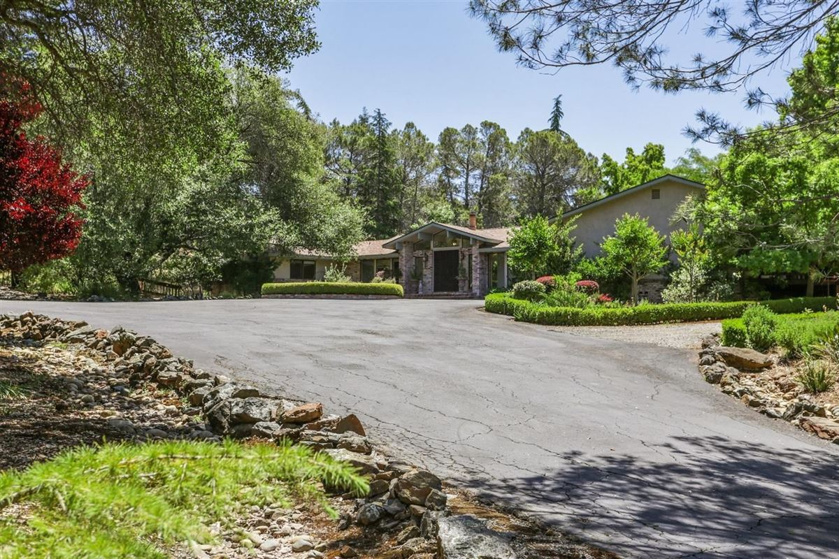 Luxury real estate a Beautiful single-story home on 17 acres