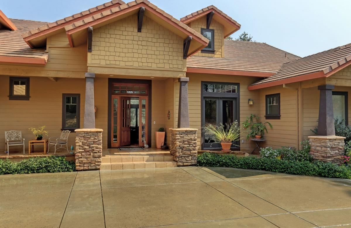 Luxury real estate Outstanding residence, setting andlocation