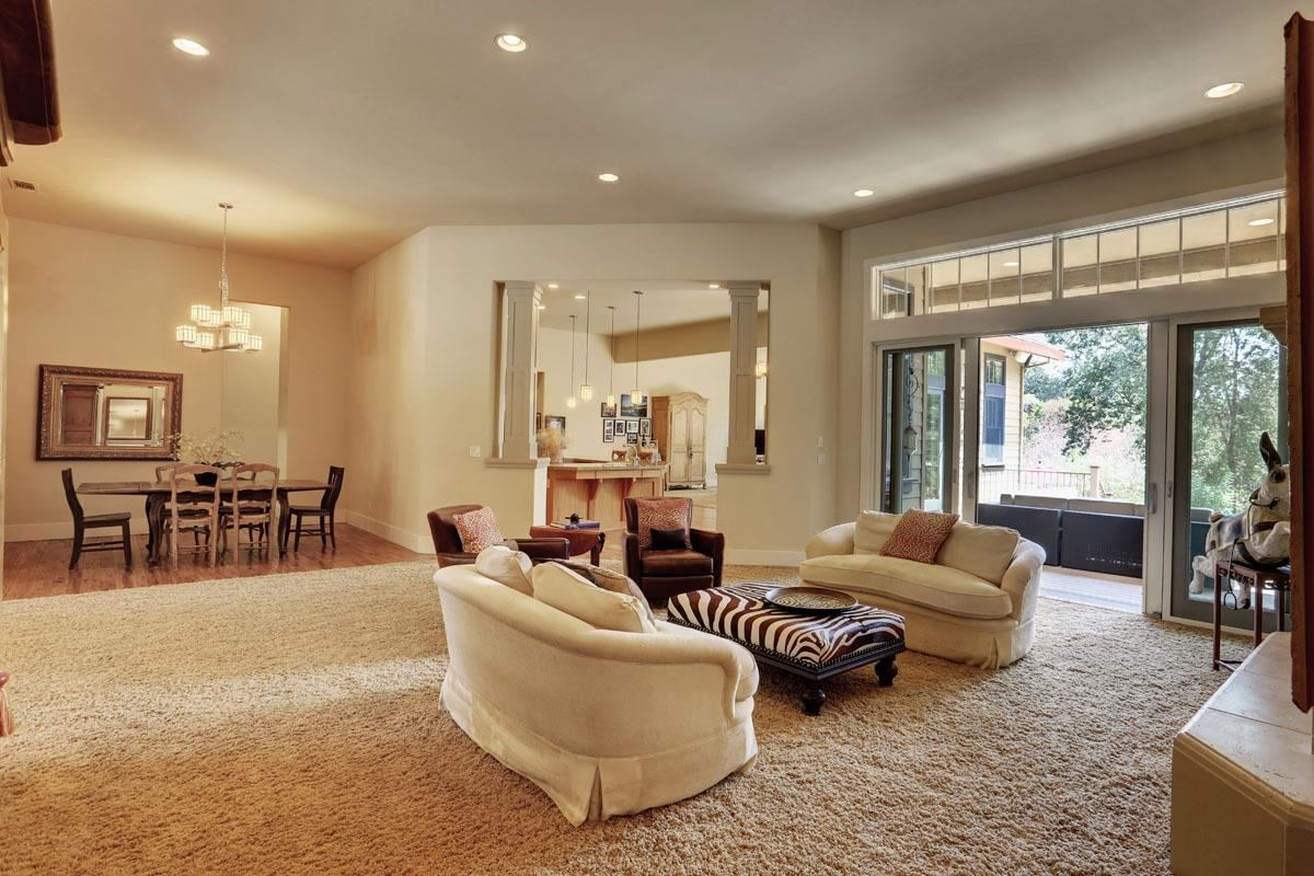Luxury homes in Outstanding residence, setting andlocation