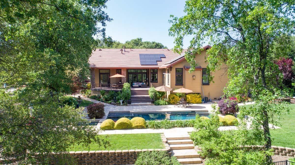 Outstanding residence, setting andlocation luxury properties
