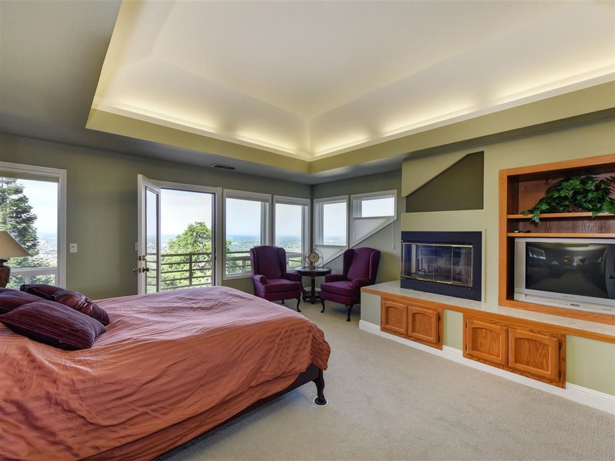 Mansions spectacular views from Prestigious Powers Drive