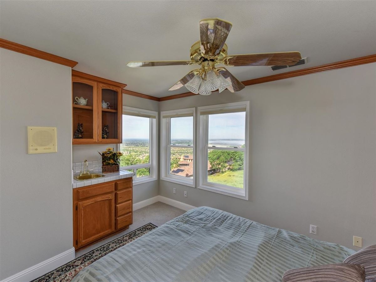 Luxury homes spectacular views from Prestigious Powers Drive
