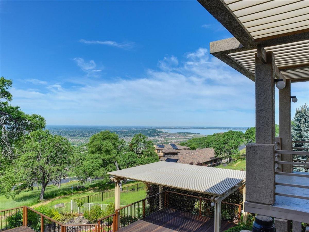 Luxury properties spectacular views from Prestigious Powers Drive