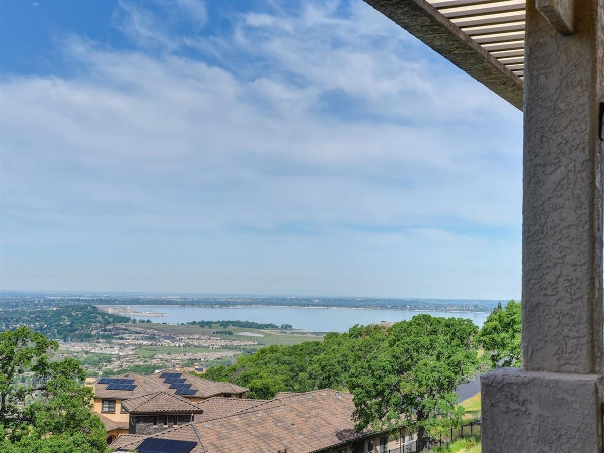 spectacular views from Prestigious Powers Drive luxury properties