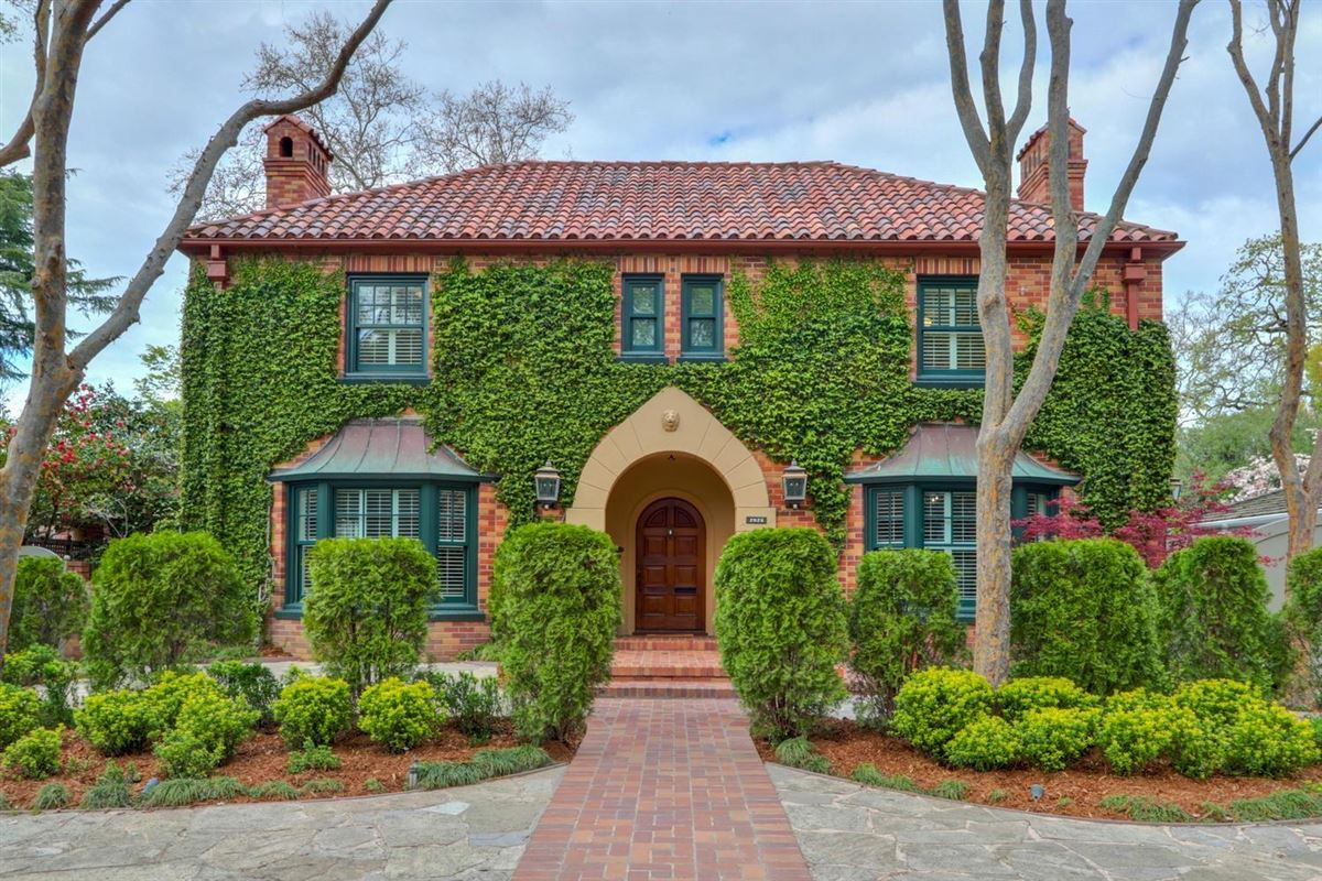Luxury properties Elegant 1940 gem in Land Park