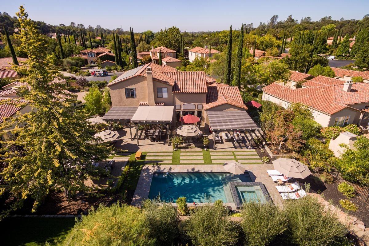 Stunning Resort Style Home in Vineyard Community luxury homes