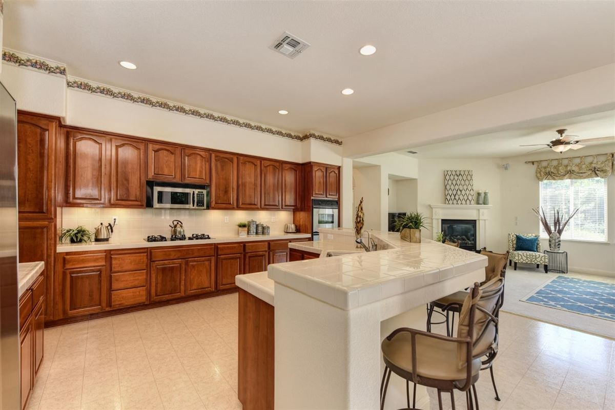 Luxury homes in beautiful home and property in gated Silvergate Community