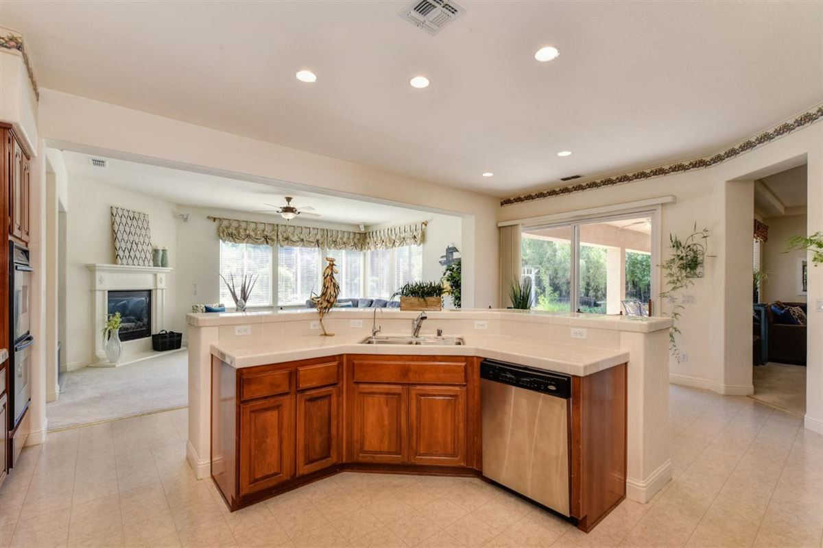 Mansions in beautiful home and property in gated Silvergate Community