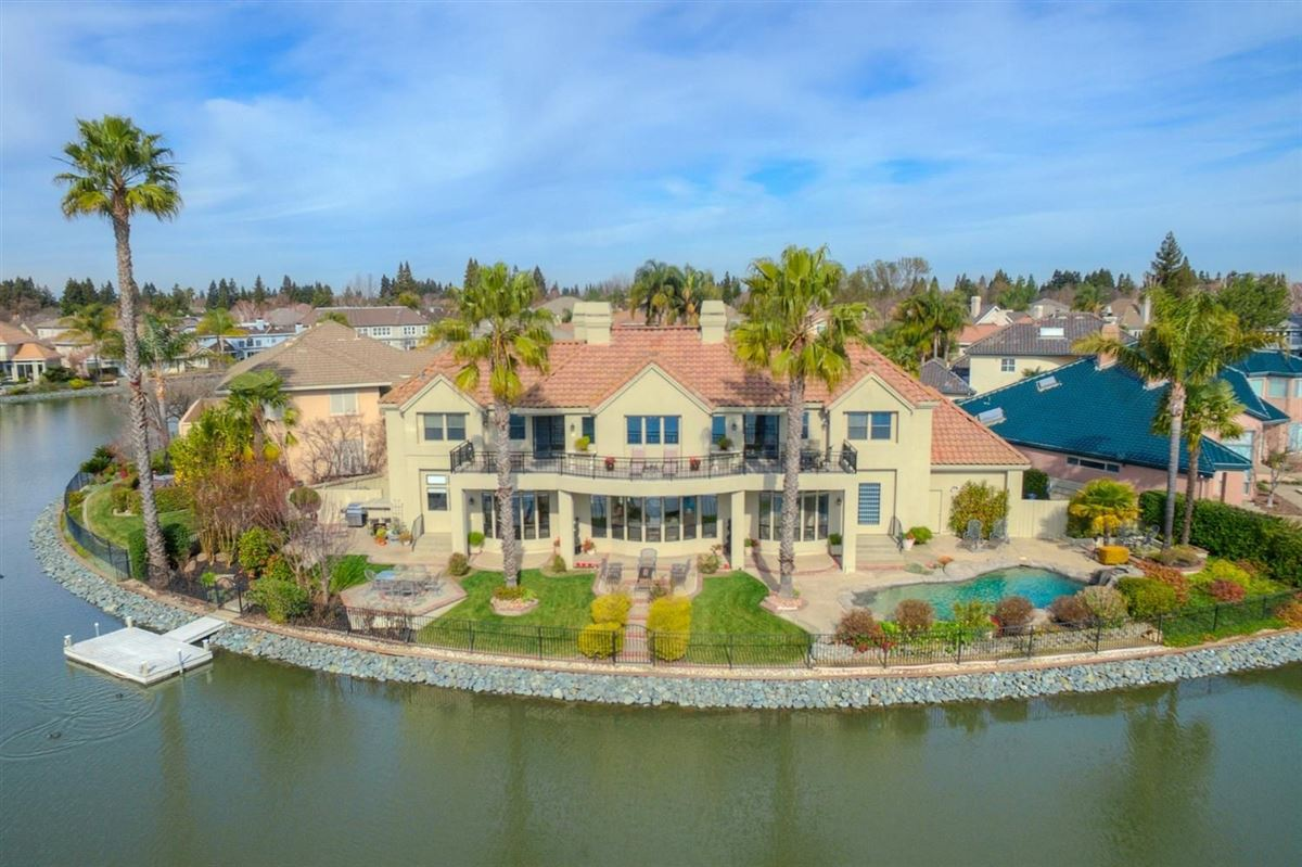 Luxury homes in this beautifully remodeled home boasts stunning lake views