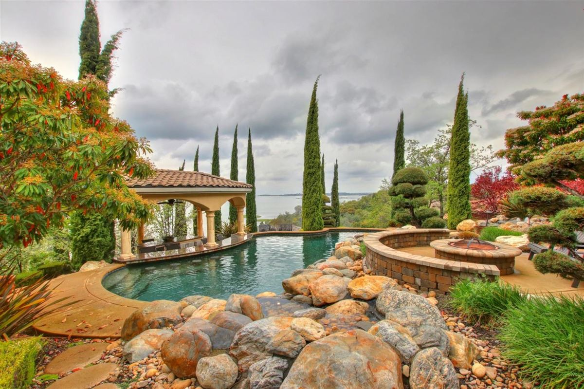 The view is incredible luxury homes