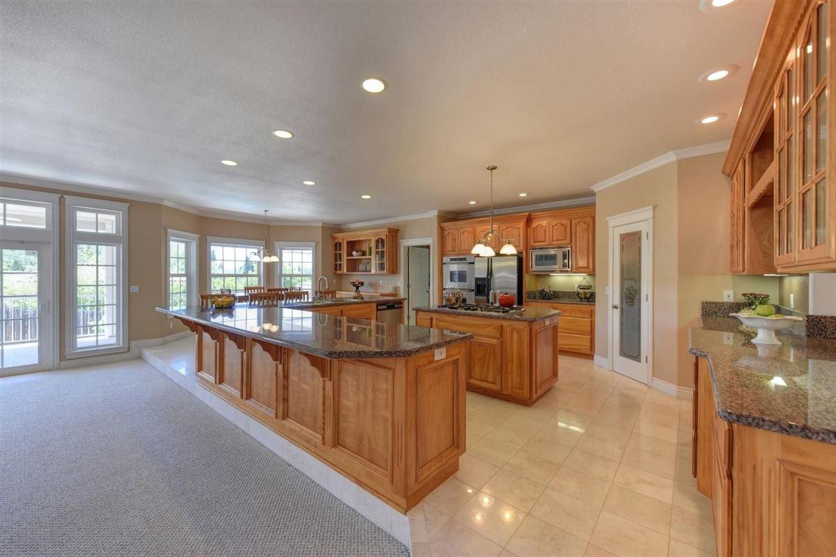 Mansions beautiful custom home in prestigious Los Cerros