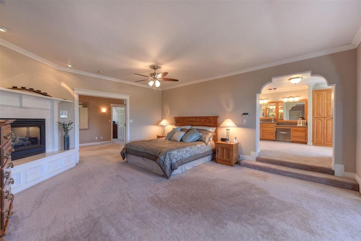 beautiful custom home in prestigious Los Cerros luxury properties