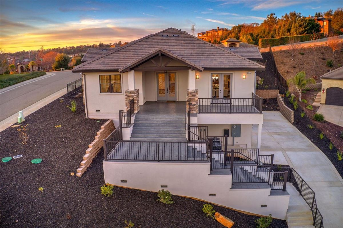 luxury new construction in the Outlook Subdivision luxury real estate