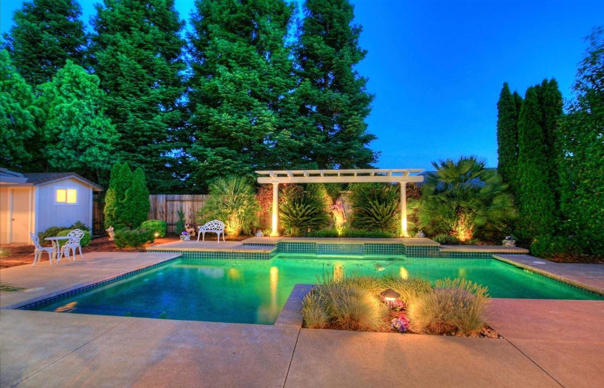 Luxury homes Granite Bay Pointe beauty
