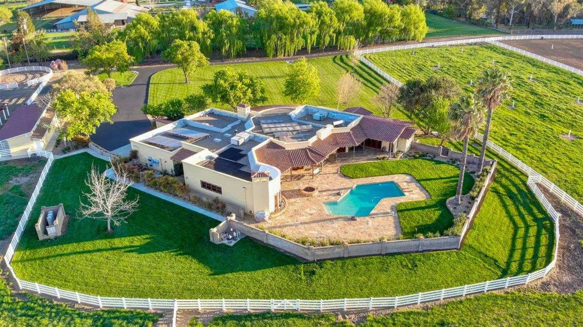Luxury real estate gorgeous residence on 13-plus acres