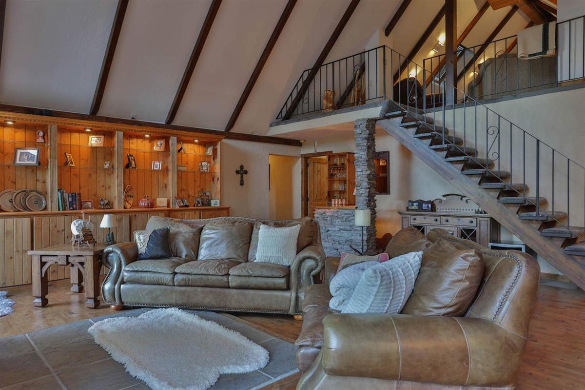 Luxury homes in extraordinary ranchette in desirable El Dorado County
