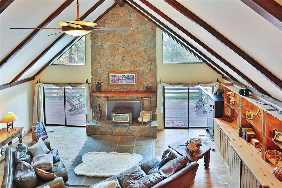 Luxury homes extraordinary ranchette in desirable El Dorado County