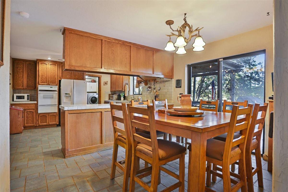 Luxury real estate extraordinary ranchette in desirable El Dorado County