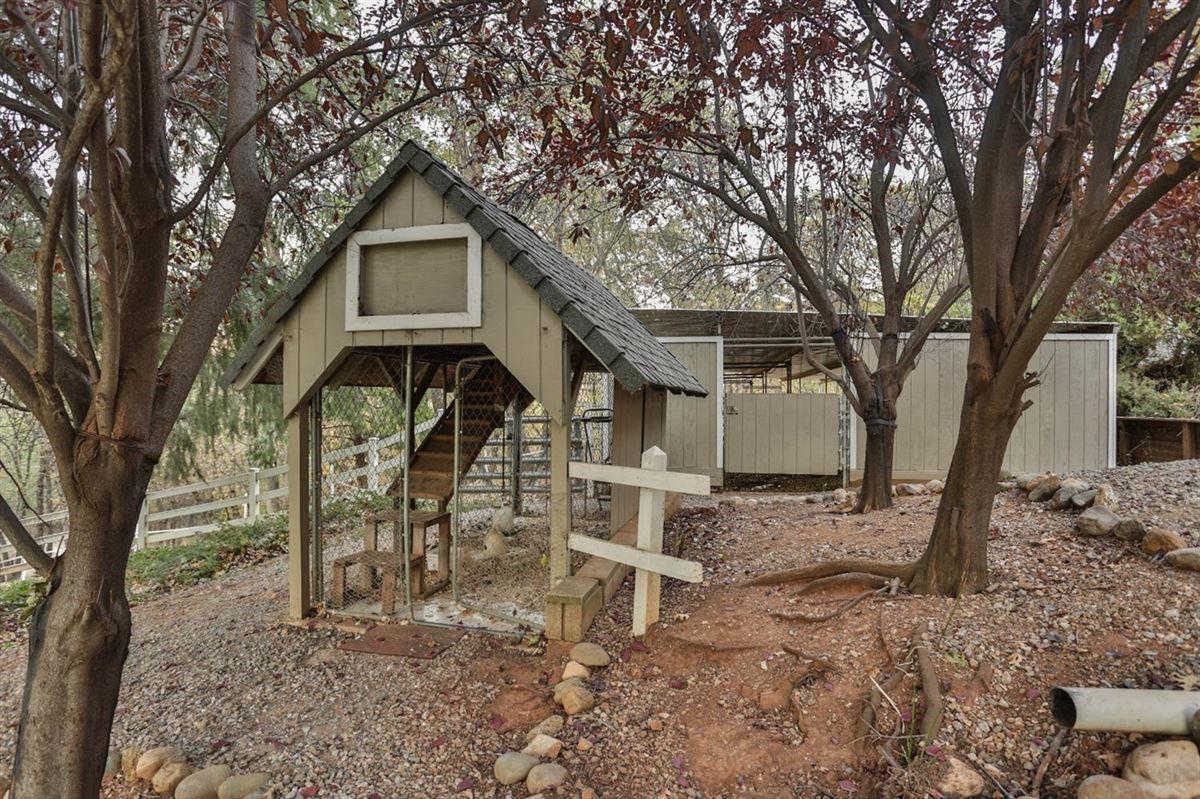 Mansions in extraordinary ranchette in desirable El Dorado County