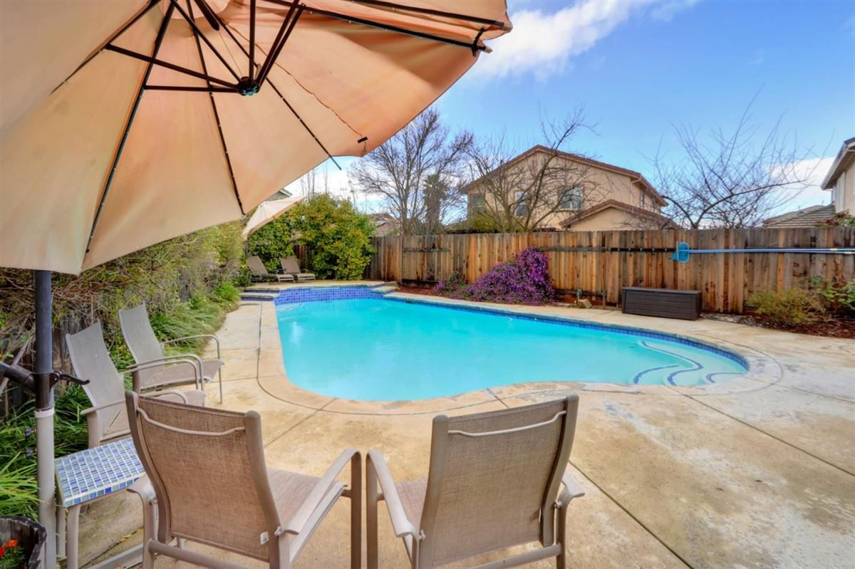 Luxury homes pool home on quiet cul-de-sac in Wildhorse