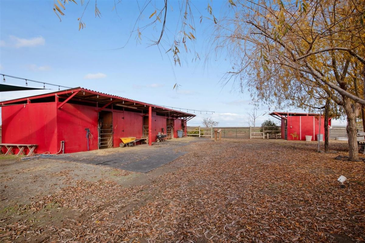 Luxury properties Beautiful 10 acre horse ranch