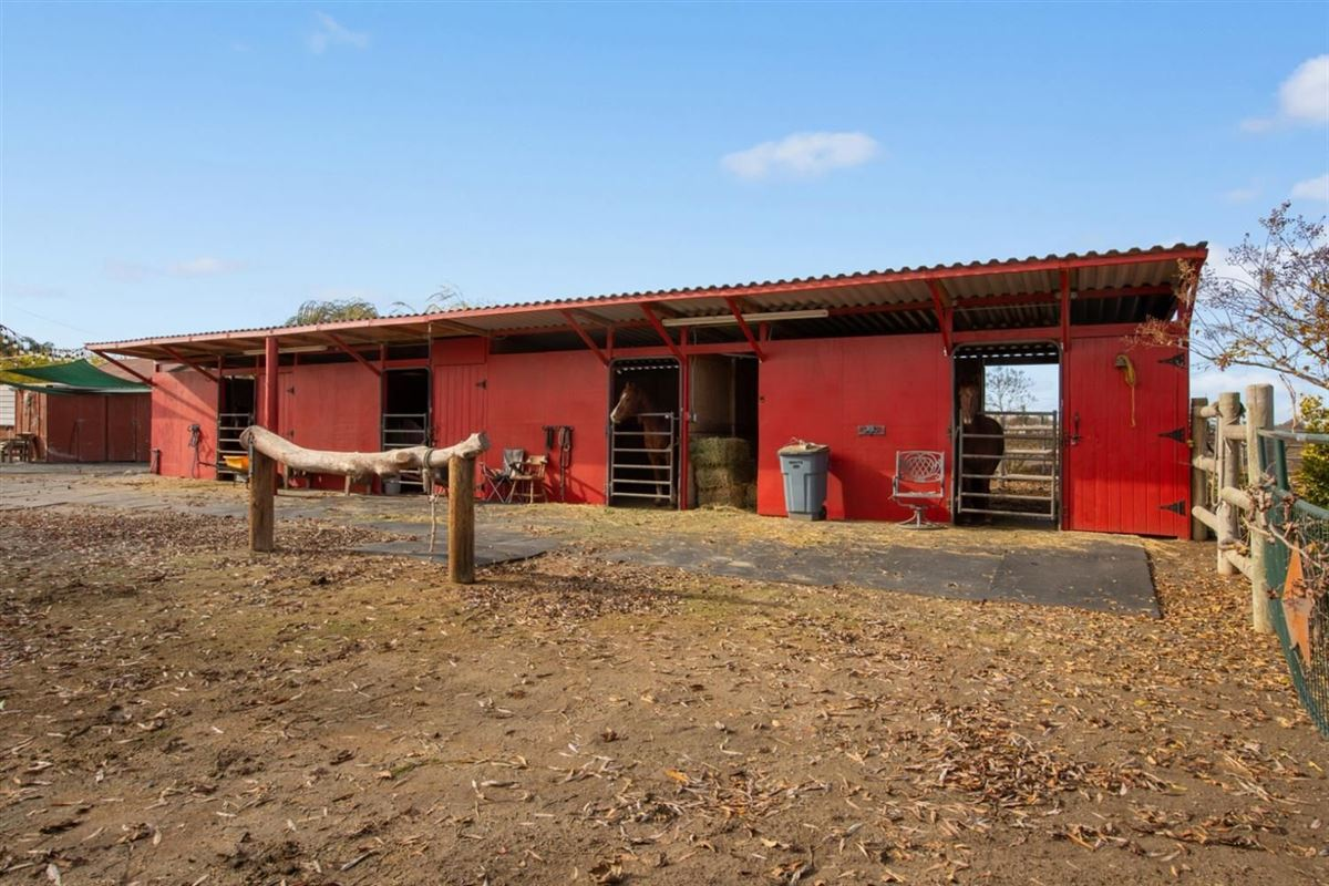 Beautiful 10 acre horse ranch luxury properties