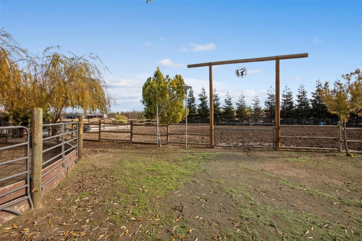 Mansions Beautiful 10 acre horse ranch