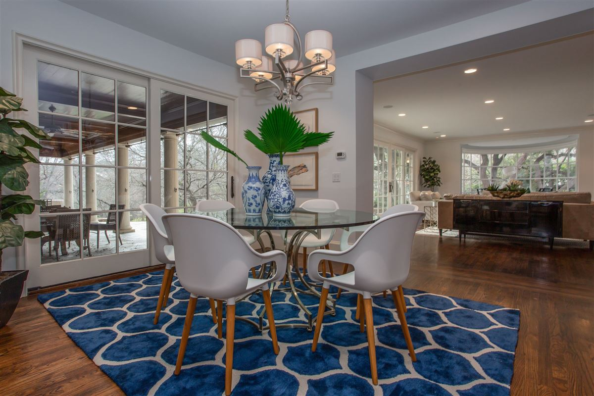 Luxury homes classic traditional in westover hills