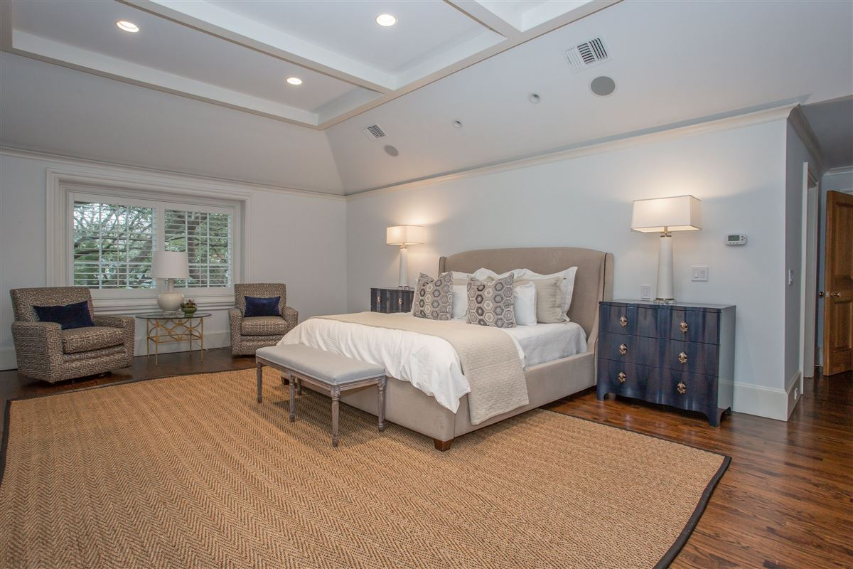 Luxury homes in classic traditional in westover hills