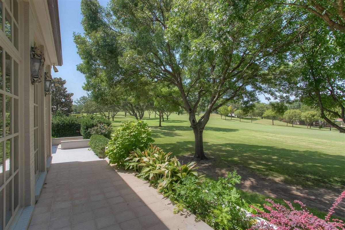CUSTOM HOME ON SHADY OAKS GOLF COURSE | Texas Luxury Homes