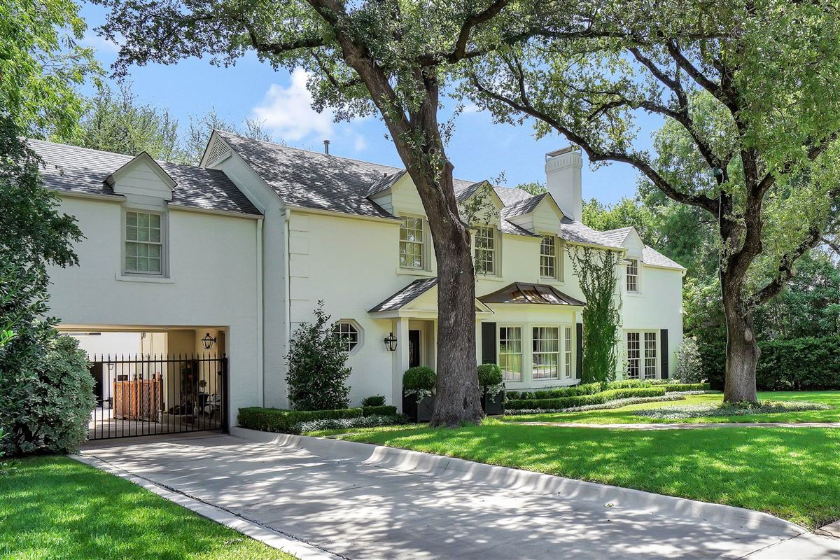 Remodeled Stately Home In Fort Worth