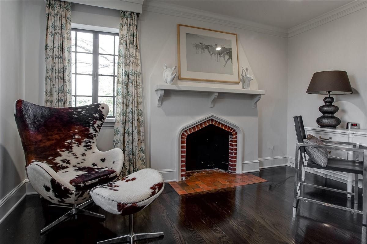 Luxury properties Beautiful traditional Tudor