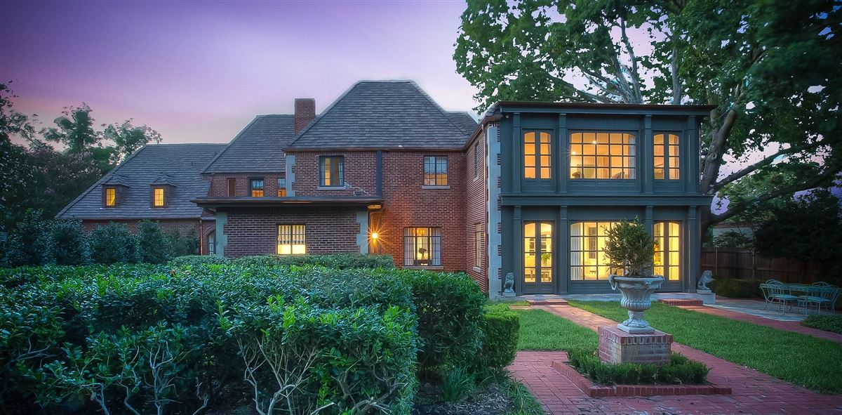Luxury homes Beautiful traditional Tudor