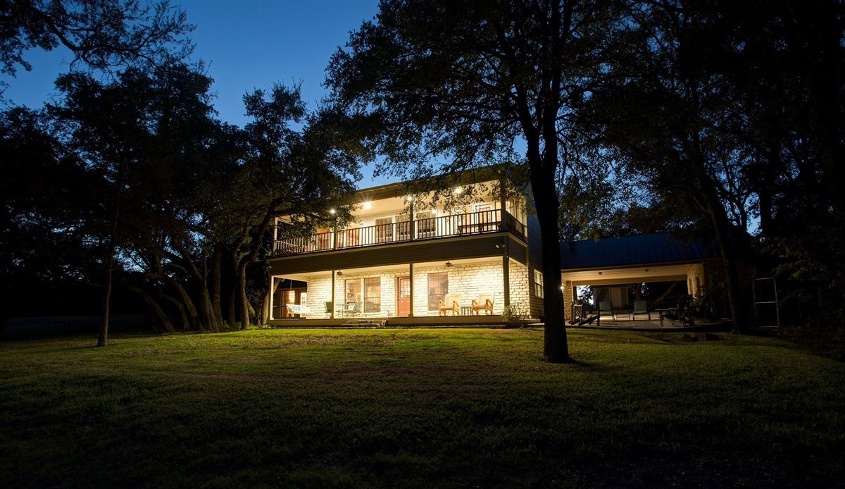 Big And Beautiful Ranch Home Offers A Guest House Texas Luxury