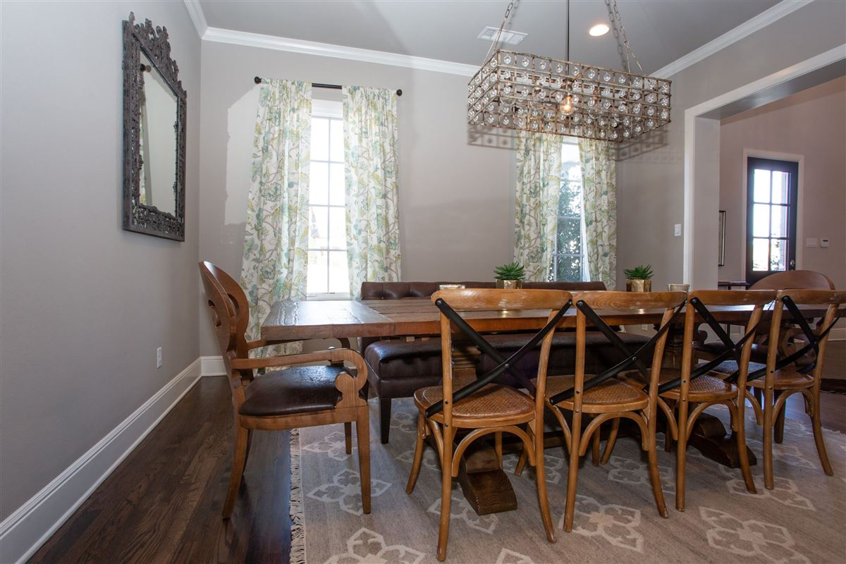 Stunning Fort Worth Colonial Revival luxury homes