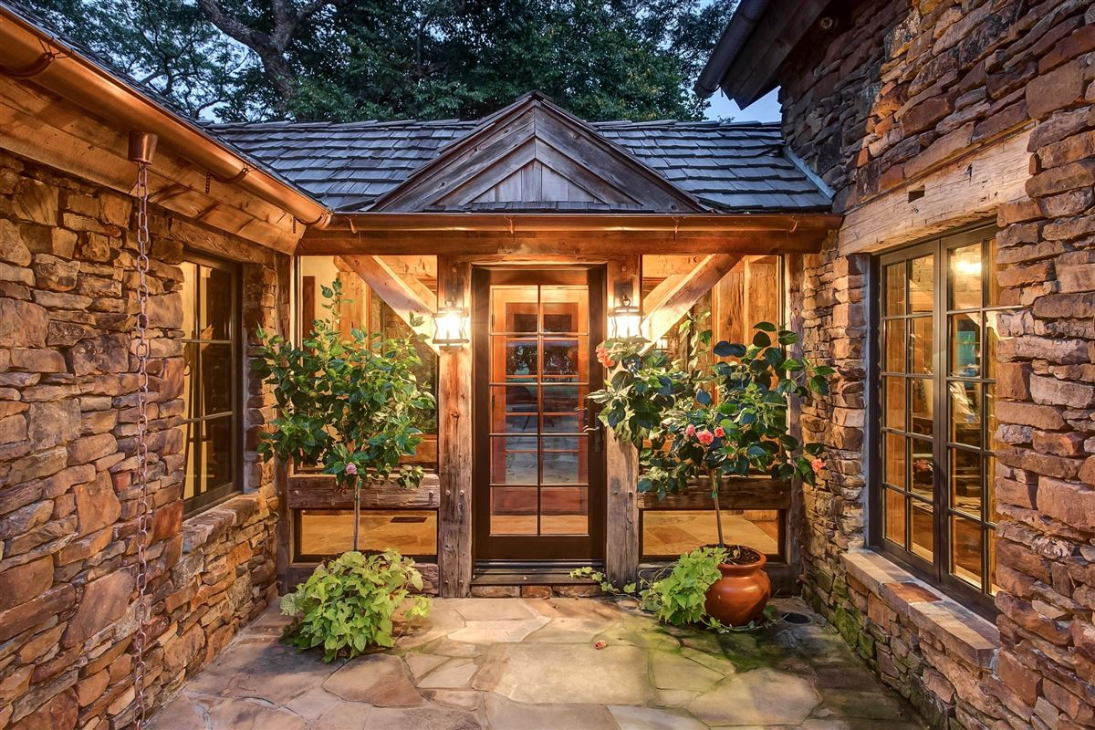 flying a ranch luxury homes