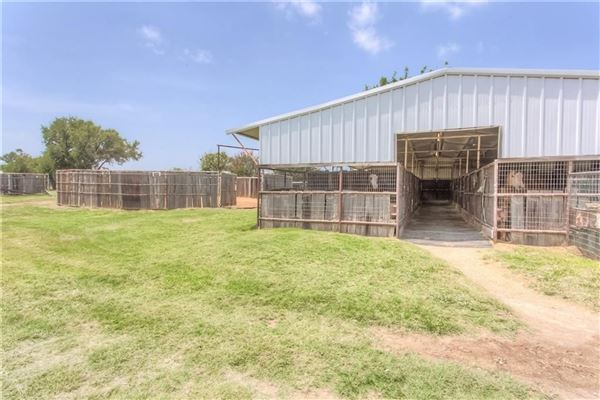 Luxury real estate Turn-key 38-plus acre horse facility