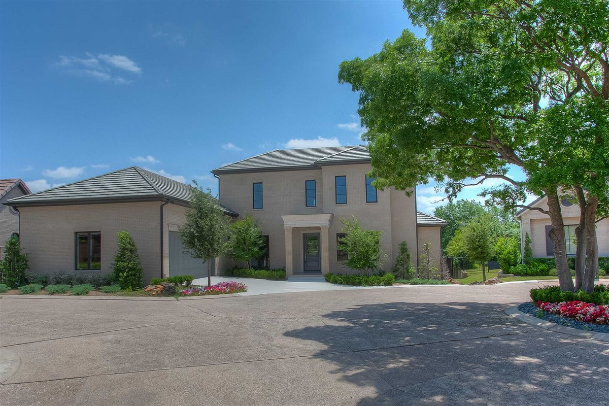 Luxury real estate Beautiful new construction in gated Westover Square