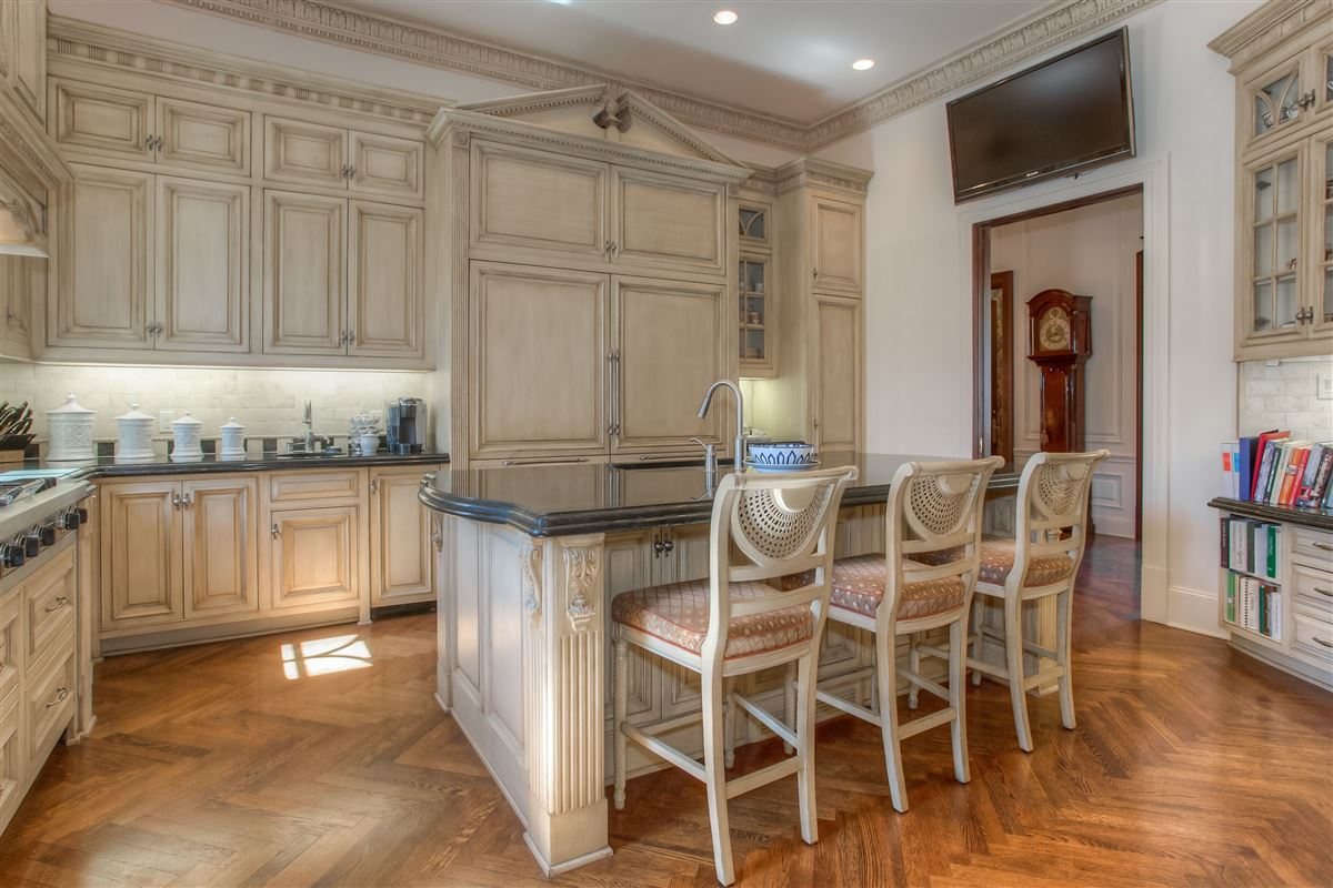 Mansions timeless design with exceptional quality and details