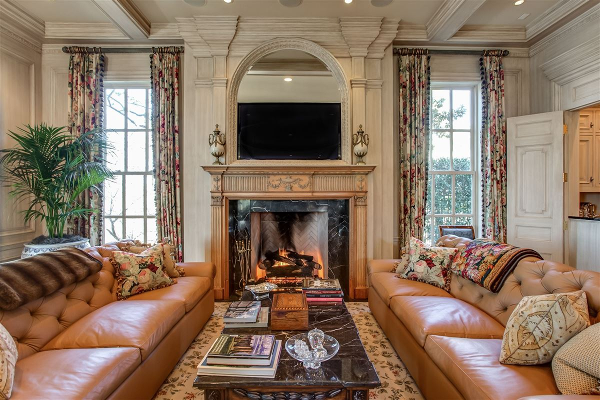 Mansions in timeless design with exceptional quality and details