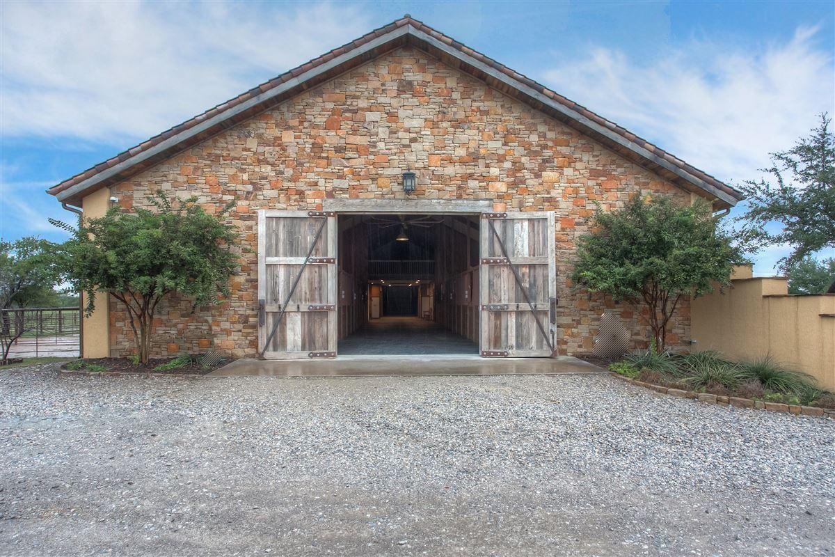 Luxury equine property  luxury real estate