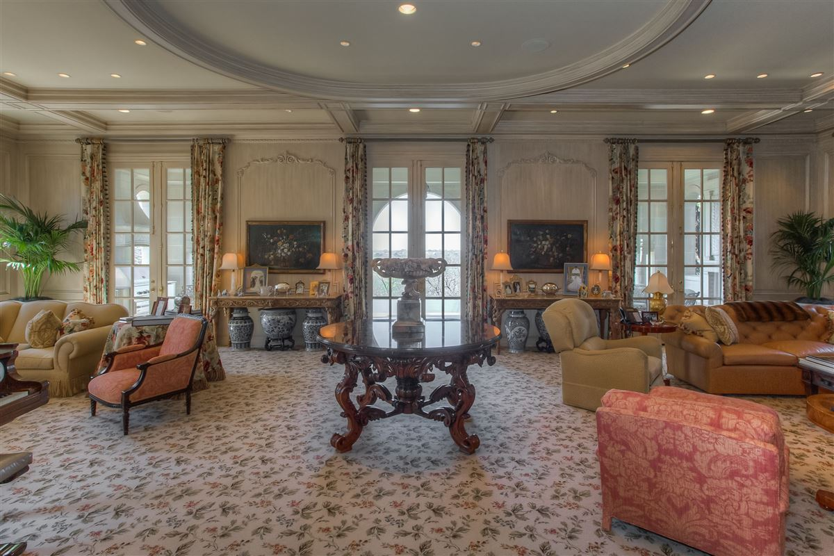 Luxury homes in magnificent Fort Worth property