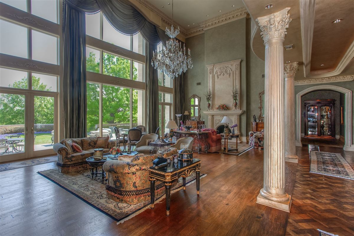 Luxury real estate magnificent estate on sought after Overton Crest