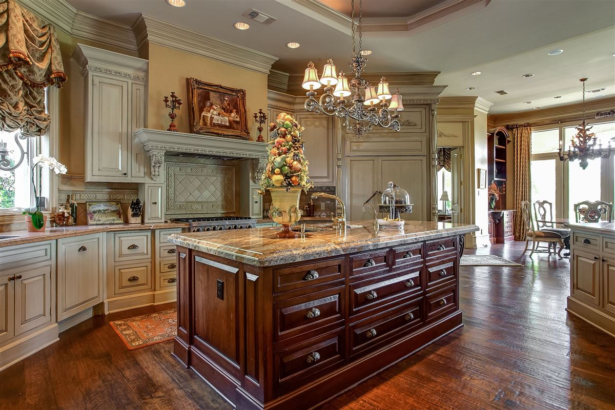 Mansions magnificent estate on sought after Overton Crest