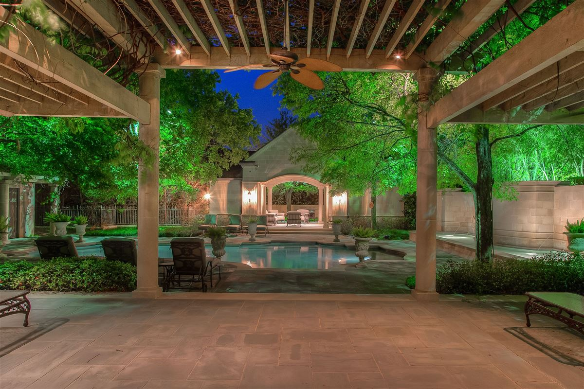 Luxury homes magnificent estate on sought after Overton Crest