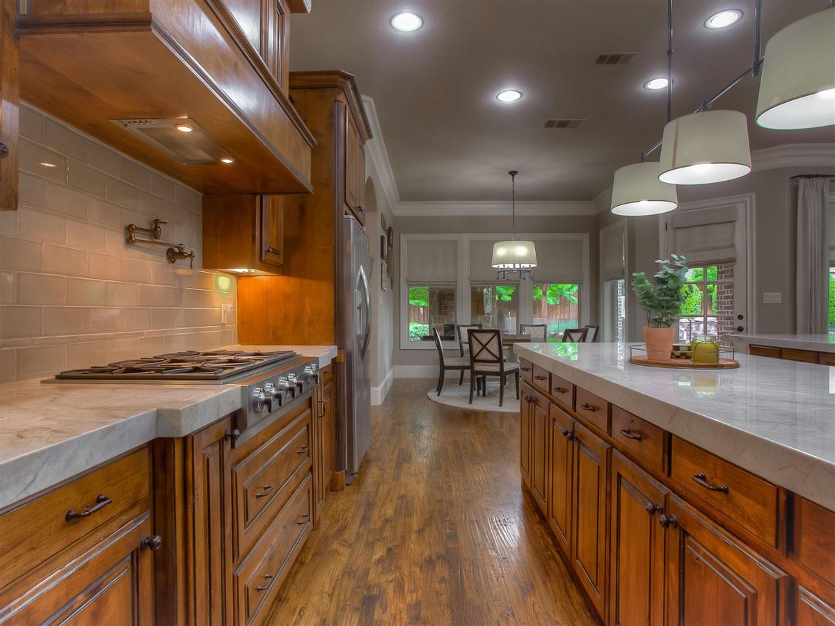 custom home Maintained for excellence and ready to go mansions