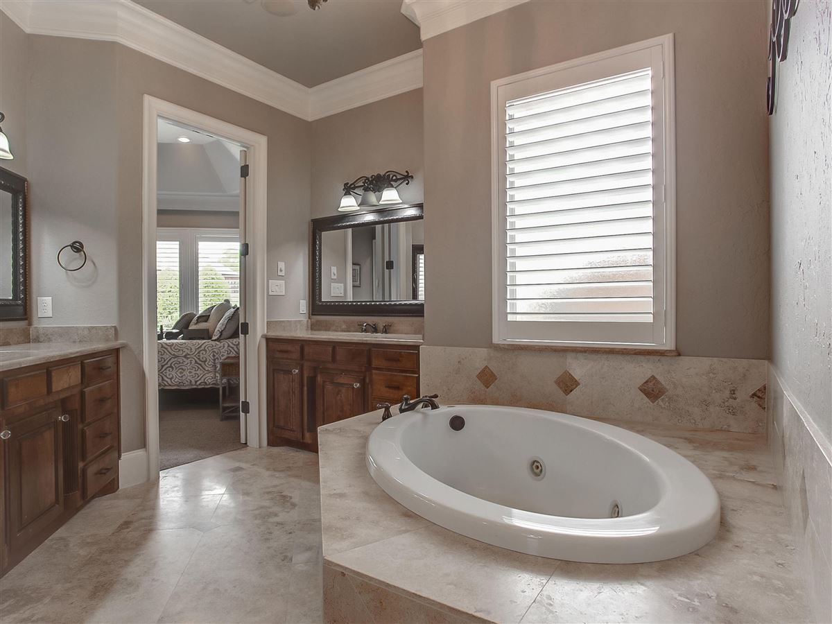 custom home Maintained for excellence and ready to go luxury homes