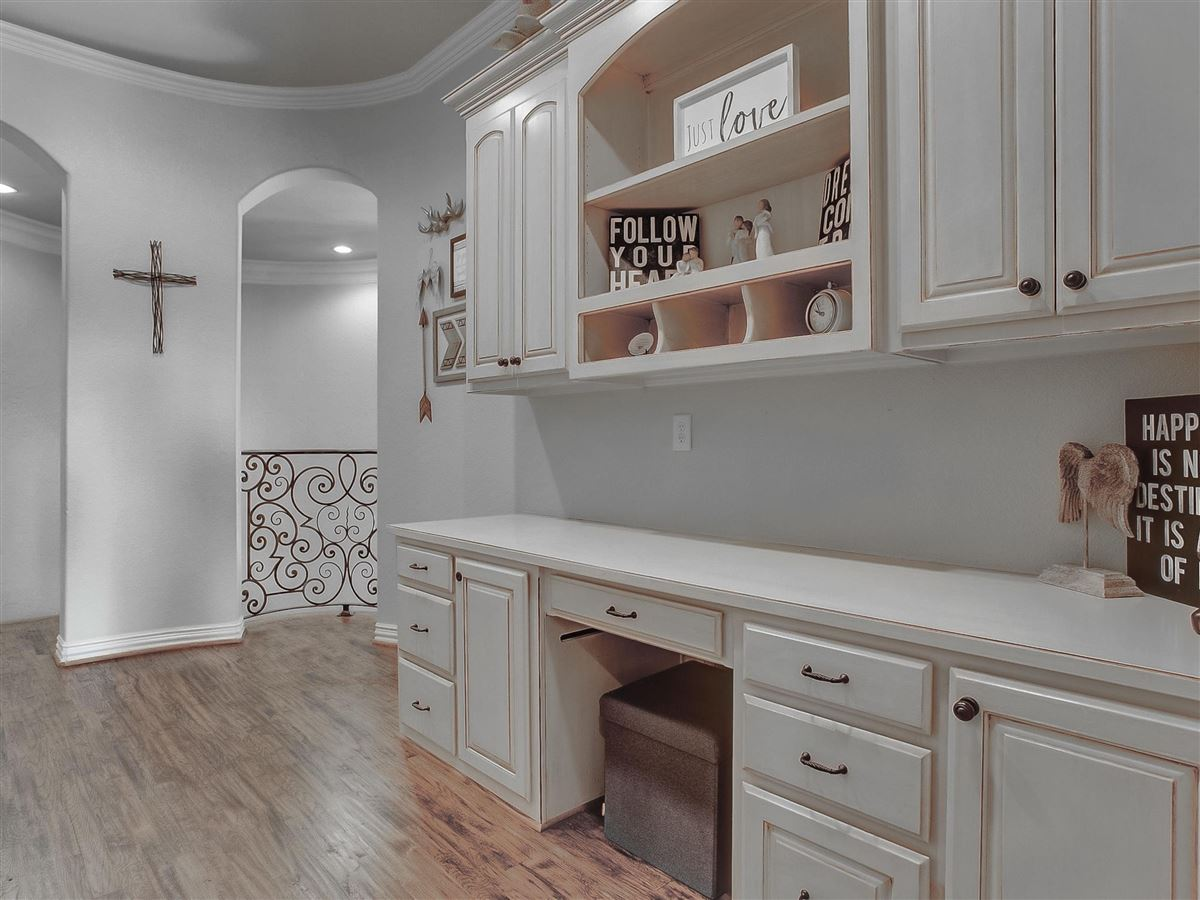 custom home Maintained for excellence and ready to go luxury properties