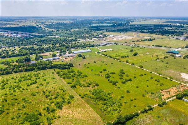 Mansions in Prestigious horse facility with large ranch home