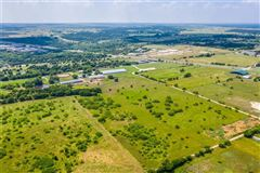Luxury homes Prestigious horse facility with large ranch home